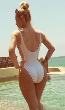Iggy Azalea, muy sexy de blanco