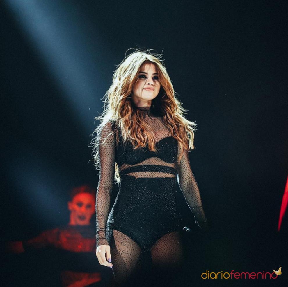 Los looks más poderosos de Selena Gomez en Revival Tour