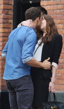 50 sombras más oscuras: Dakota Johnson y Jamie Dornan, besos y más besos