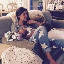 Lactancia materna: Sara Carbonero, loca con sus pequeños