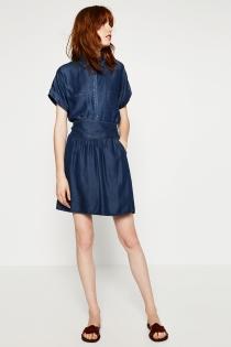 Un vestido vaquero, ideal para ir a la oficina vestida de ZARA