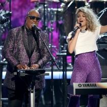 BET Awards 2016: Tori Kelly y Stevie Wonder juntos por Prince