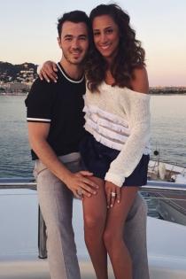 Gabrielle y Kevin Jonas, vacaciones en el mar
