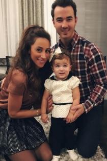 Kevin y Gabrielle Jonas, con su hija mayor
