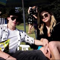 Chloë Grace Moretz y Brooklyn Beckham, disfrutando del sol