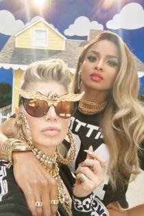 Fergie y Ciara, dos madres muy sexys en MILF Money
