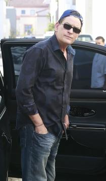 Famosos con problemas con el alcoholismo: Charlie Sheen