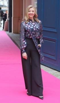 Famosos con la alta costura de París: Natalie Dormer, sencilla pero estupenda
