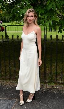 Fiesta de Serpentine Gallery: Sienna Miller, muy sexy