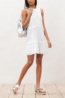 Un vestido blanco de Stradivarius para darlo todo en Ibiza
