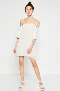 ZARA también apuesta por los vestidos blancos