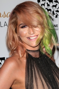Famosas con piercing en la nariz: Kesha