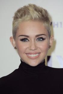 Famosas con piercing en la nariz: Miley Cyrus