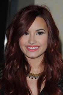 Famosas con piercing en la nariz: Demi Lovato