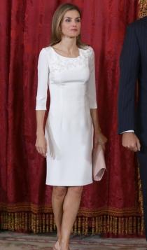 Un sencillo vestido blanco de la reina Letizia