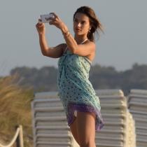 Alessandra Ambrosio, adicta a los selfies