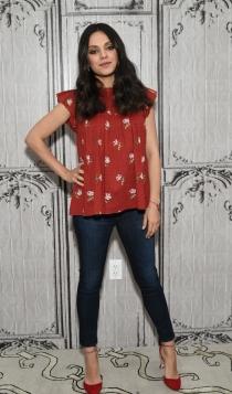 Mila Kunis, look casual