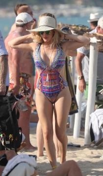 Ellie Goulding, escote en V