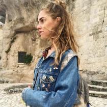 Chiara Ferragni luce 'casual' su semirecogido con moño