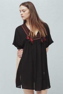 Un vestido de MANGO muy bohemio para verano en negro