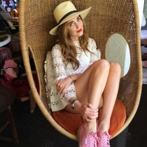 El complemento ideal de Chiara Ferragni: Sombrero y zapatillas
