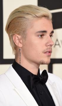 Premios Grammy 2016: Justin Bieber guapísimo de blanco