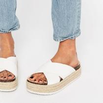 7 'Ugly Shoes' con estilo: Blancas y cruzadas