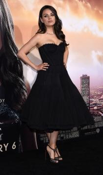 Mila Kunis, elegante y estupenda