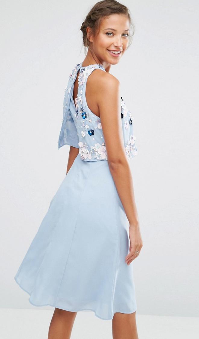 Sonar con vestido azul celeste