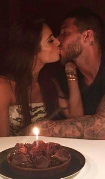 El beso de aniversario de Pilar Rubio y Ramos