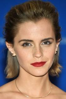 Famosas con cejas grandes: Emma Watson