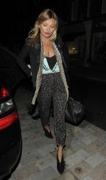 Kate Moss, una famosa orgullosa de sus pechos pequeños