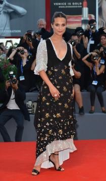 Mostra di Venezia 2016: Alicia Vikander, siempre diferente