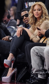 Looks NBA de Beyoncé: tacones imposibles
