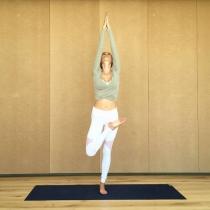 La postura de yoga de Vanesa Lorenzo en Instagram