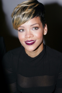 Labios en granate para Rihanna