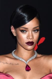 Los labios oscuros que favorecen a Rihanna