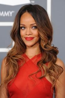 Los labios de color rojo de Rihanna