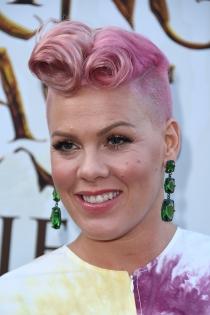Pink, reaparece con cambio de look