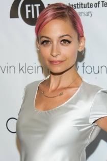 Nicole Richie, de rosa chicle