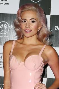 Pixie Lott, muy sexy de rosa