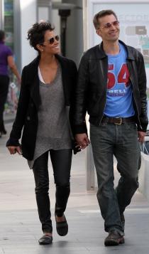 Halle Berry y Olivier Martinez, siempre de la mano
