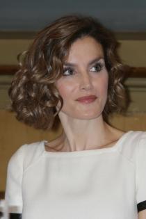 Peinados reina Letizia: ondas pequeñas para un pelo bob