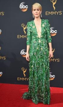 Emmys 2016: Sarah Paulson, escote de vértigo
