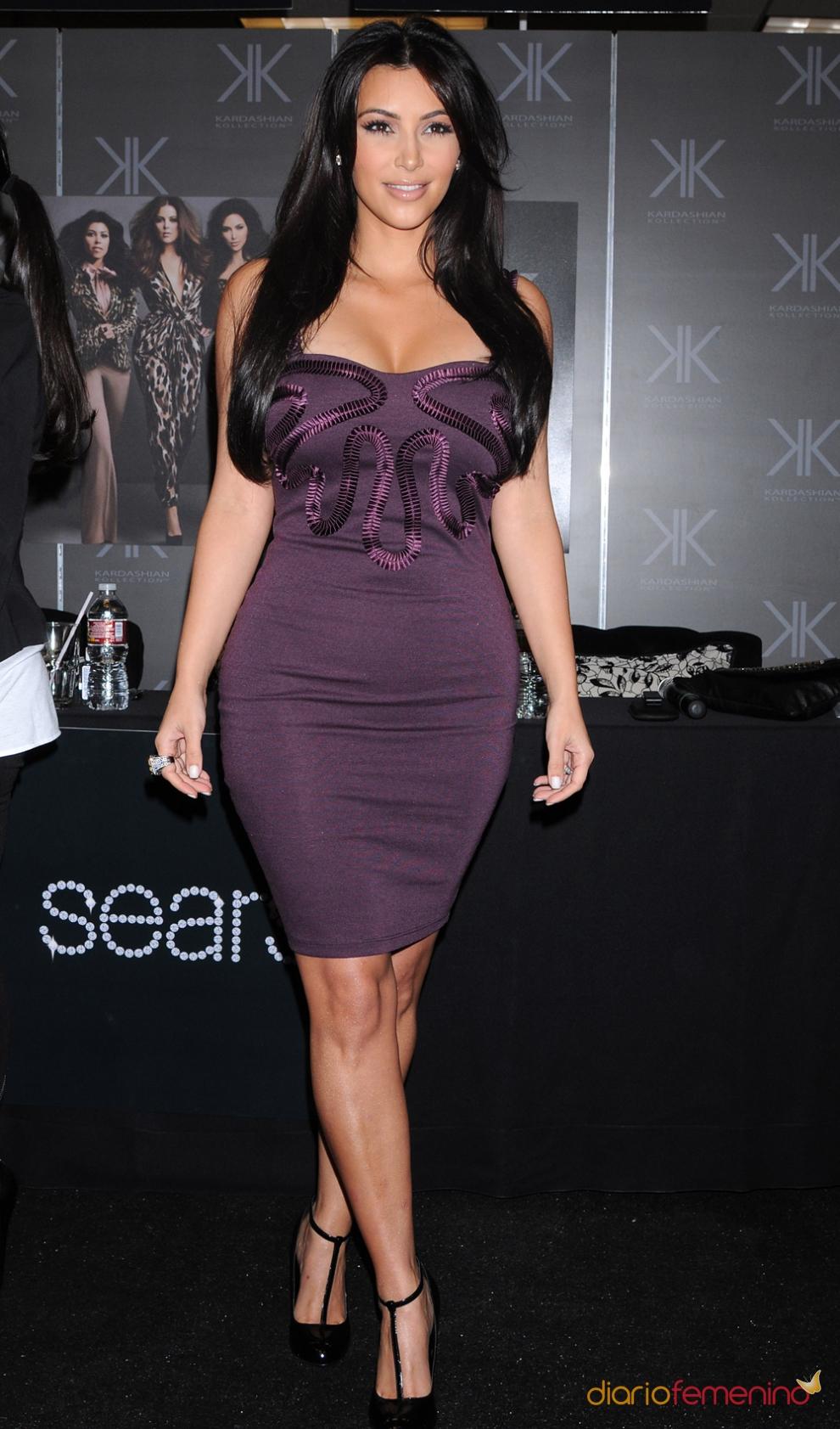 Los vestidos ajustados morados de Kim Kardashian eran muy típicos
