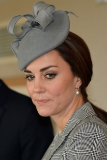Un tocado gris de Catalina de Cambridge para una boda de mañana