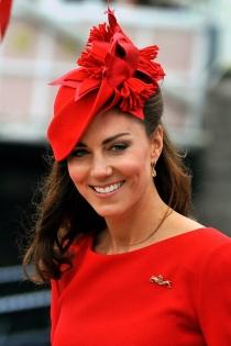 El rojo, el color favorito en los mejores tocados de Kate Middleton