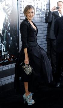 Un vestido negro muy sofisticado de Sarah Jessica Parker