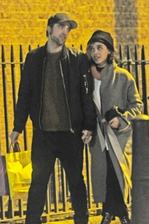 Robert Pattinson y FKA Twigs, paseos románticos
