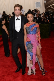 FKA Twigs y Robert Pattinson, una original pareja